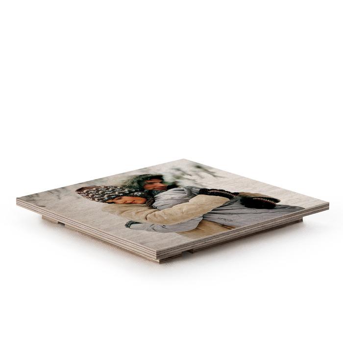 قاب عکس چوبی دکوری رومیزی که به پشت قرار گرفته است